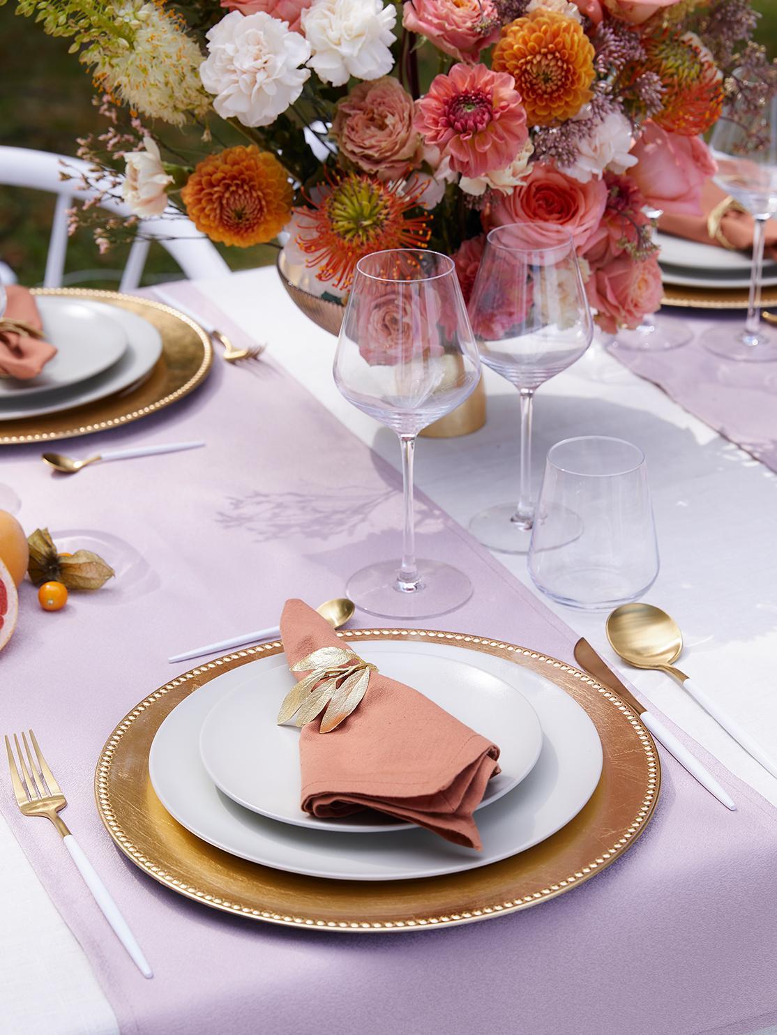 Złote nakrycie stołu